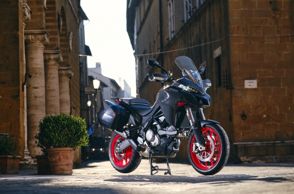 Ducati presents the new Multistrada V2: the pleasure of traveling, every day